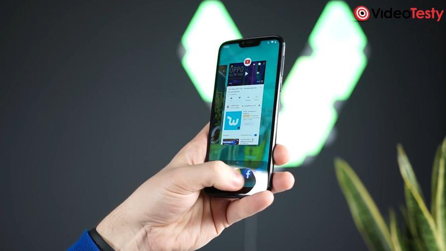 Motorola Moto G7 Power z przyciskiem nawigacji