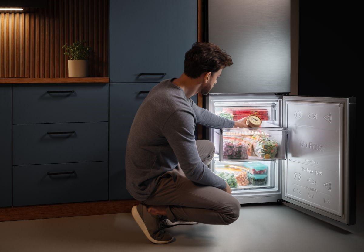 Nowoczesne lodówki Samsung z technologią SpaceMax pozwolą Ci zmieścić więcej produktów przy zachowaniu takich samych wymiarów zewnętrznych.