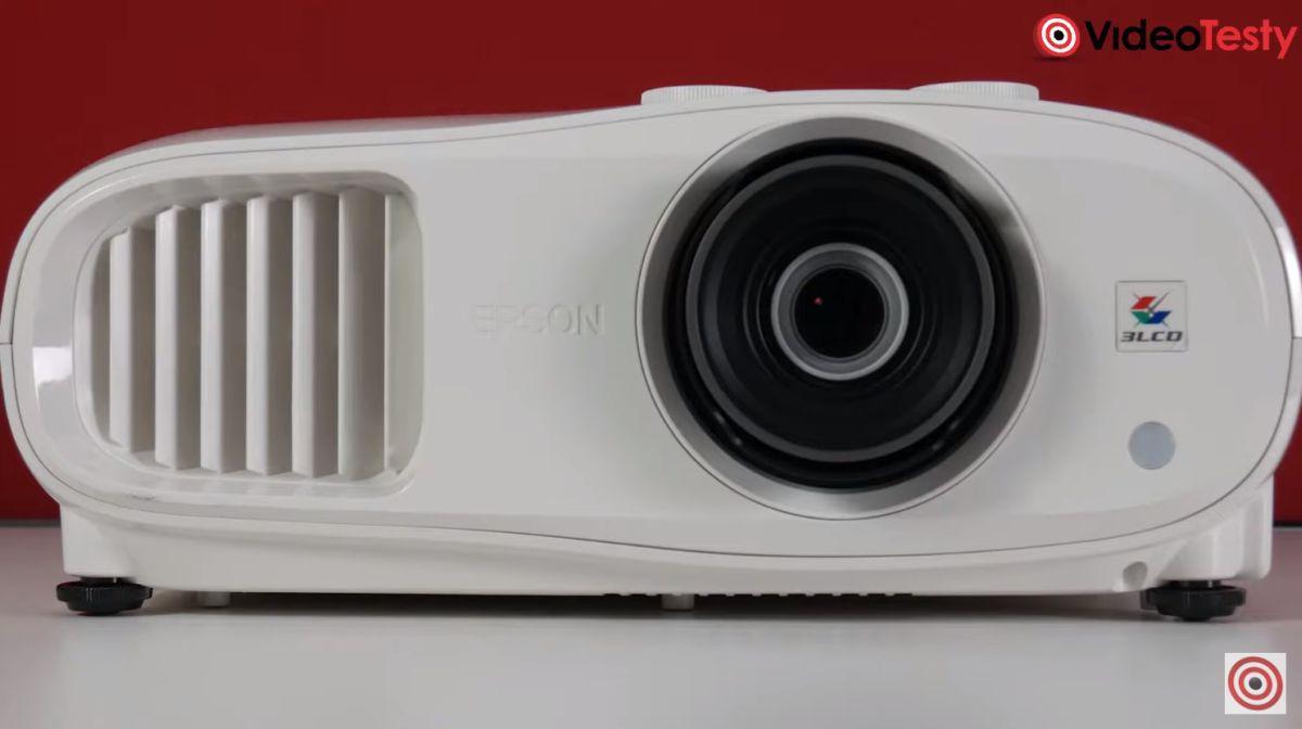 Epson EH-TW7000 z bliska