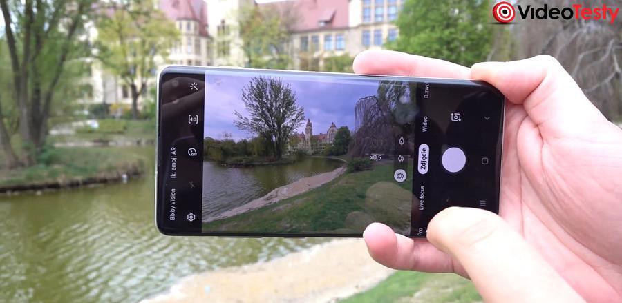 Aplikacja aparatu Samsunga jest tylko trochę inna od Huawei