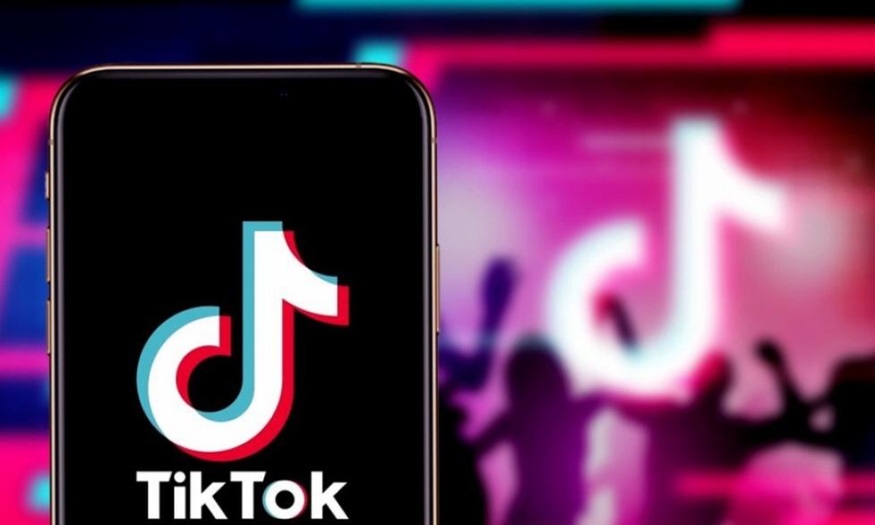 TikTok przyłapany na wykradaniu danych użytkowników