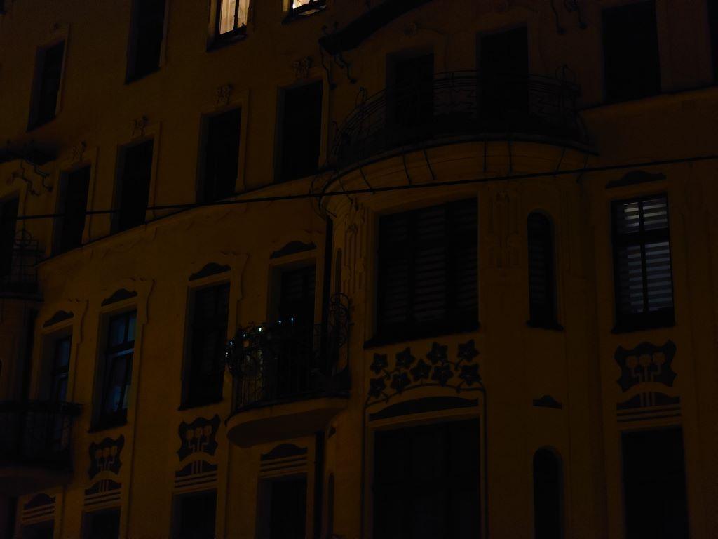 Sony Xperia 1 III i 2,9-krotny zoom nocą, który niespecjalnie nadaje się do zdjęć