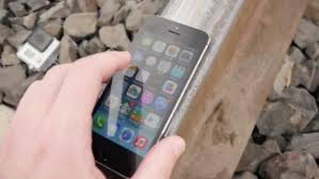 iPhone 5S Kontra Pociąg