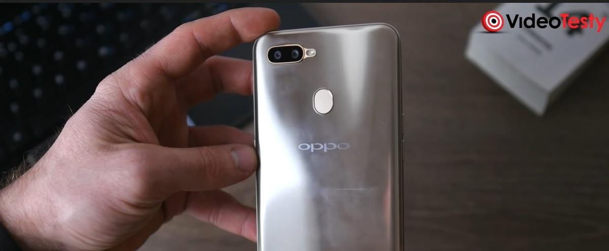 Oppo AX7 obsługuje dwie karty SIM oraz ma slot na kartę Micro SD