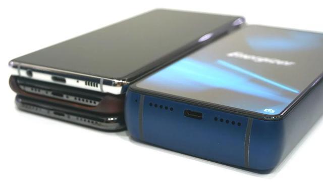Telefon posiada ogromny akumulator