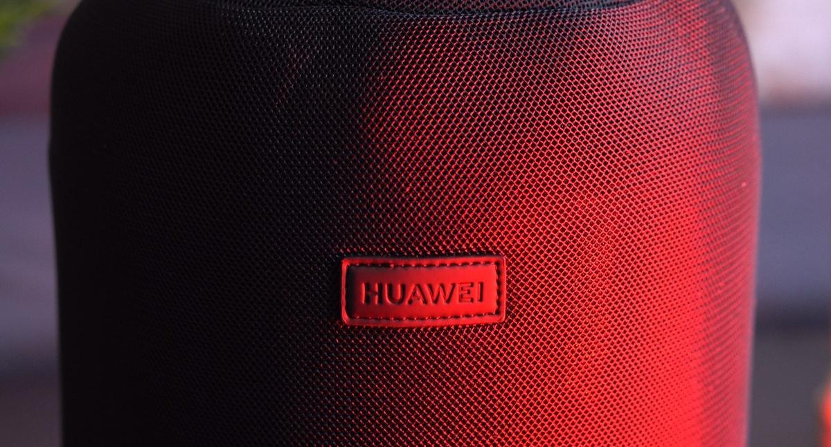 Huawei Sound X skrywa się w materiałowym etui