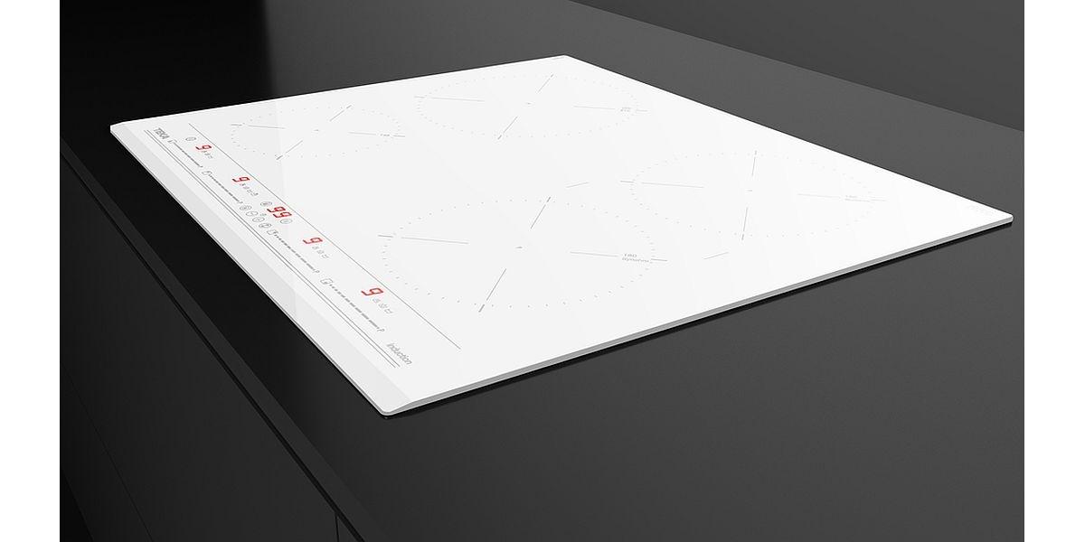 biała płyta kuchenna w zabudowie