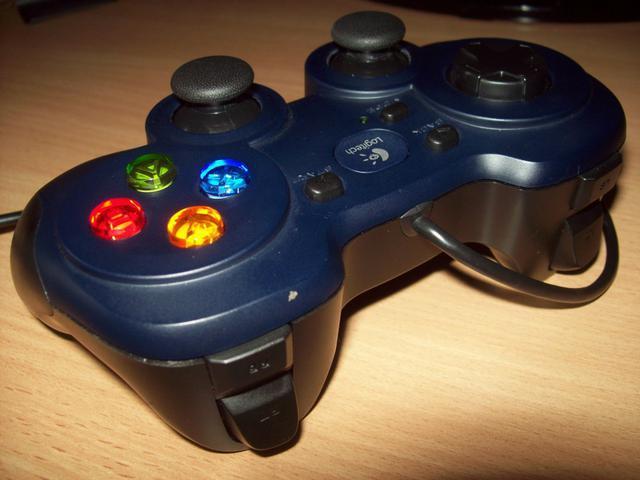 Logitech Gamepad F310 Triggery