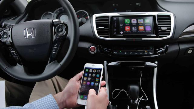 Mandaty za Używanie Smartfona w Samochodzie - Nowe Prawo we Francji
