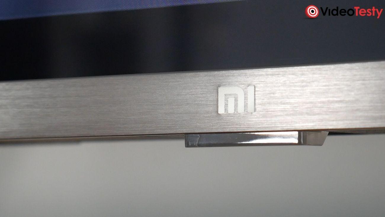 Test Xiaomi Mi TV 4S 43 cale - logo na metalowej ramce
