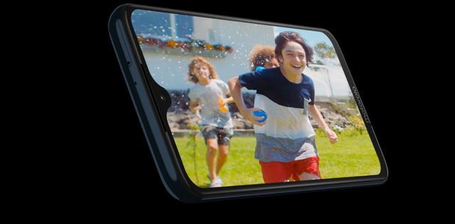 Motorola Moto G7 Plus z dużym ekranem