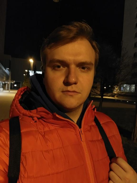 Selfie nocą w trudnych warunkach