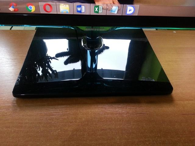 Monitor Samsung S27D390H przód nóżka