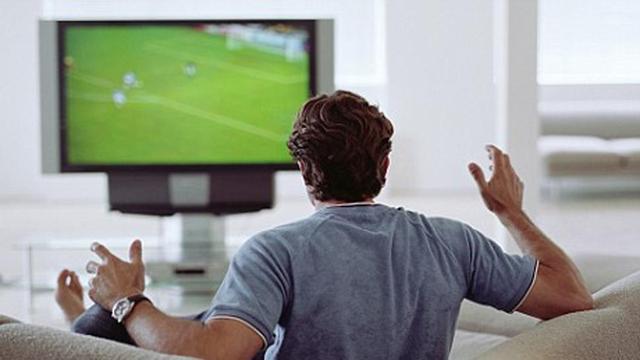 Mistrzostwa Świata w piłce nożnej - na czym oglądaliśmy je kiedyś, a na czym dziś?