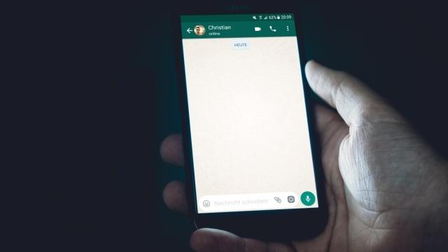Whatsapp nie daje wyboru użytkownikom i każe zaakceptować łączenie danych