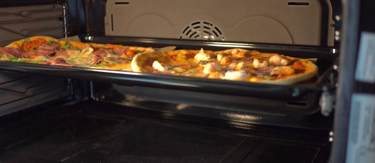 W piekarniku bezproblemowo zmieszczą się dwie pizze