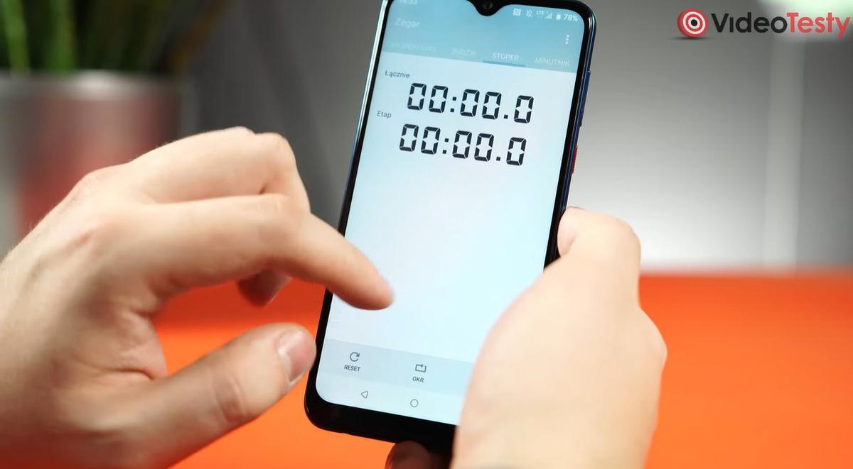 Aplikacja zegara HTC prezentuje się przestarzale