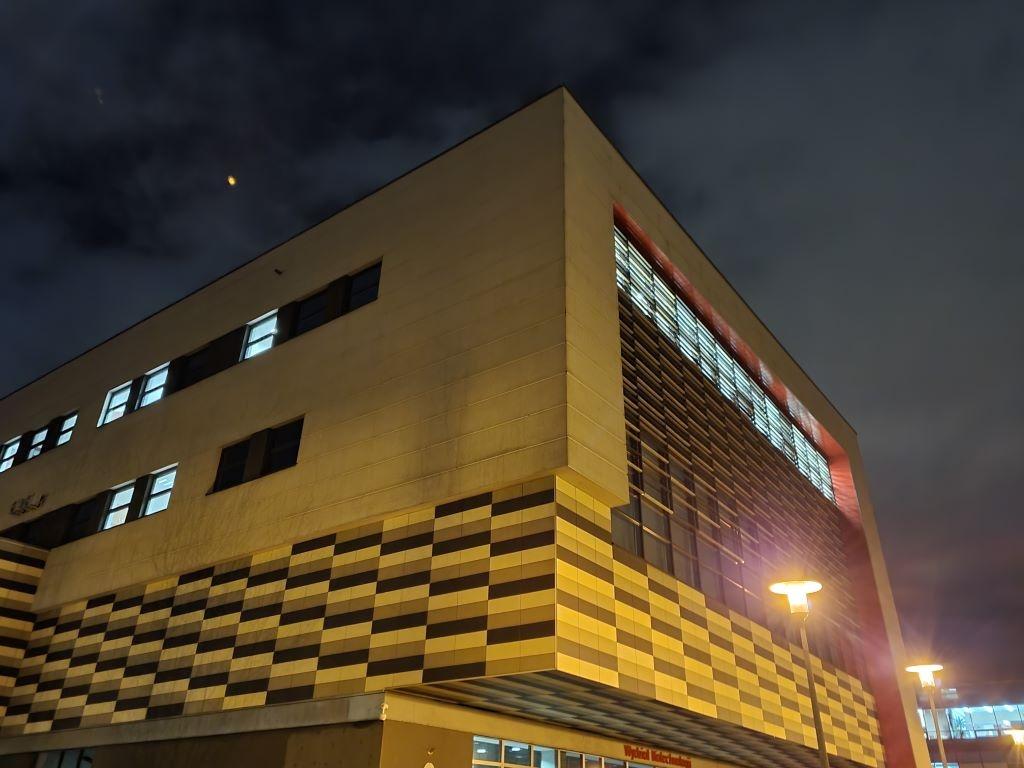 Obiektyw główny, tryb automatyczny - budynek