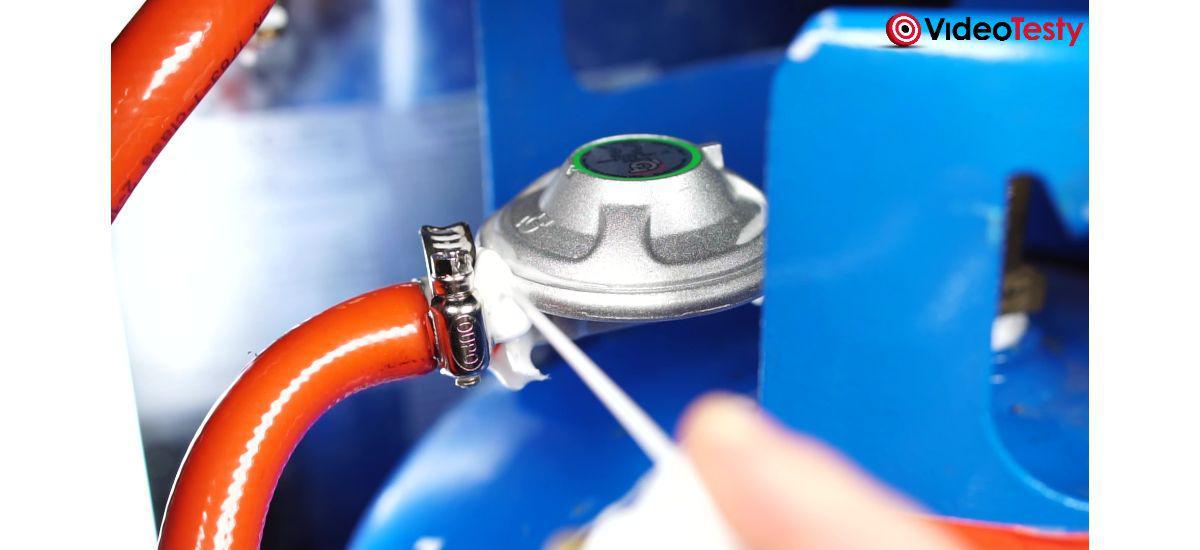 sprawdzanie szczelności reduktora w piecyku gazowym Keffner 4200W