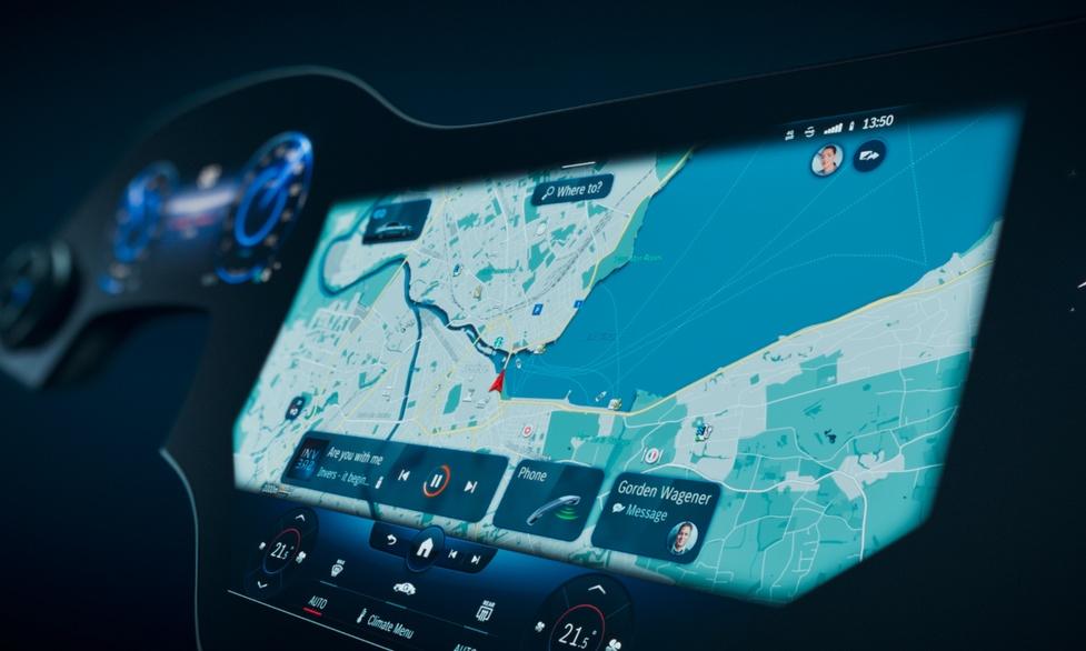 Mercedes prezentuje ponad 50-calową deskę rozdzielczą OLED