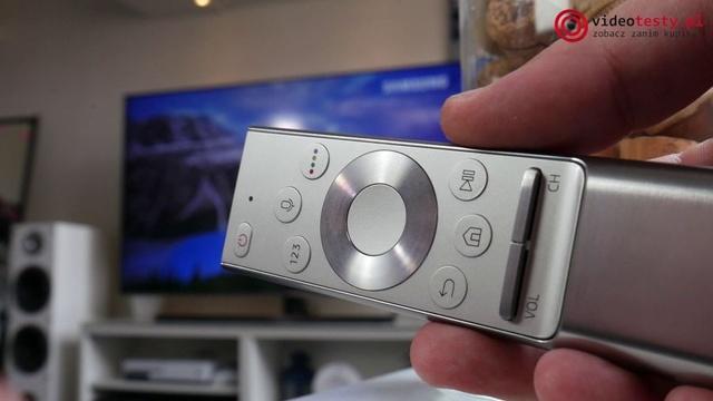 Samsung NU8042 srebrny pilot