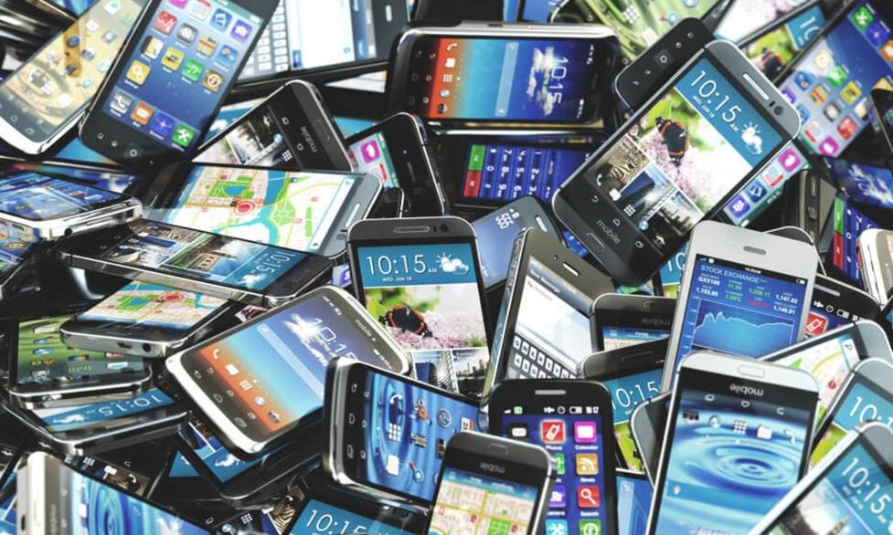 Globalna sprzedaż smartfonów spadła o 20 procent