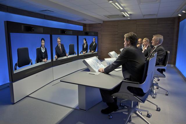 Huawei prezentuje na CeBIT 2012 nowej generacji system telepresence full-view