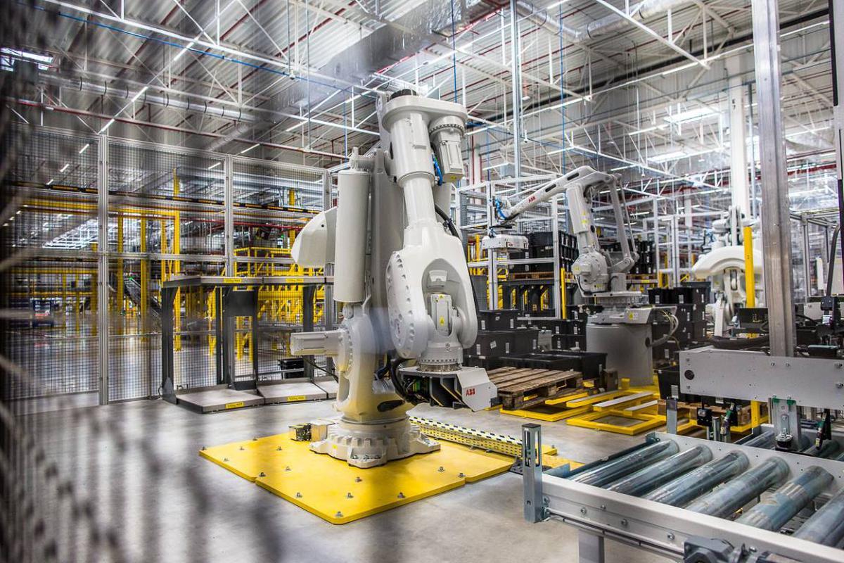 Przyszłość produkcji to zastąpienie siły ludzkich rąk robotycznymi ramionami