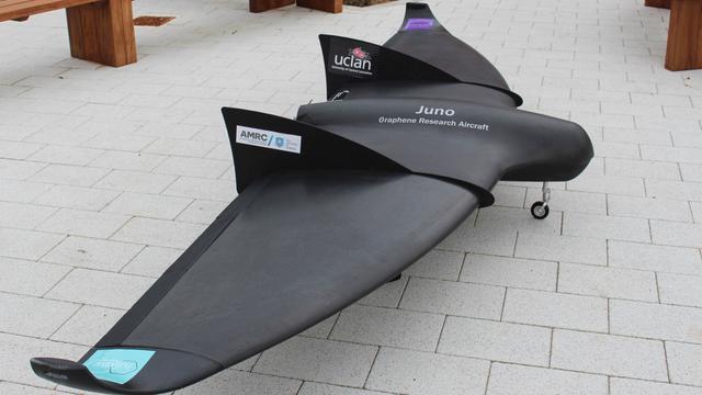 Dron z grafenu