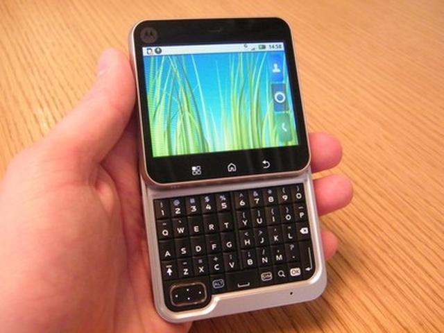 Motorola Flipout - test telefonu o oryginalnym wyglądzie