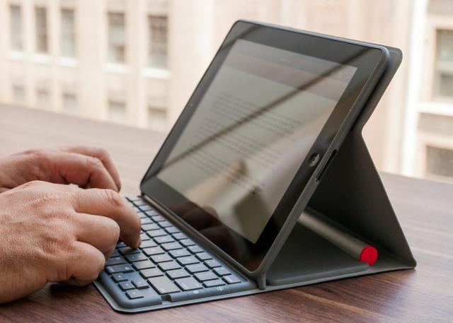Logitech Keyboard Folio dla iPada i iPada mini - przydatne akcesoria dla iPada