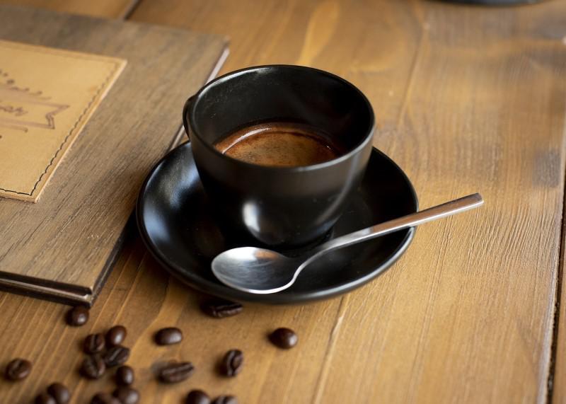 Dobra kawa z ekspresu jest świetnym rozpoczęciem dnia