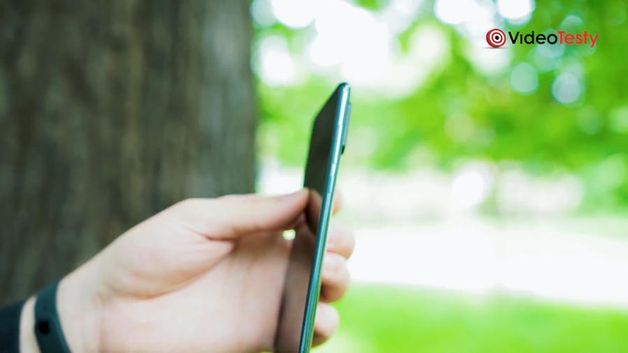 Aparaty odstają od bryły telefonu dość znacznie