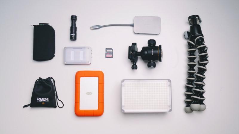 Są różne akcesoria do kamer sportowych takie jak tripod