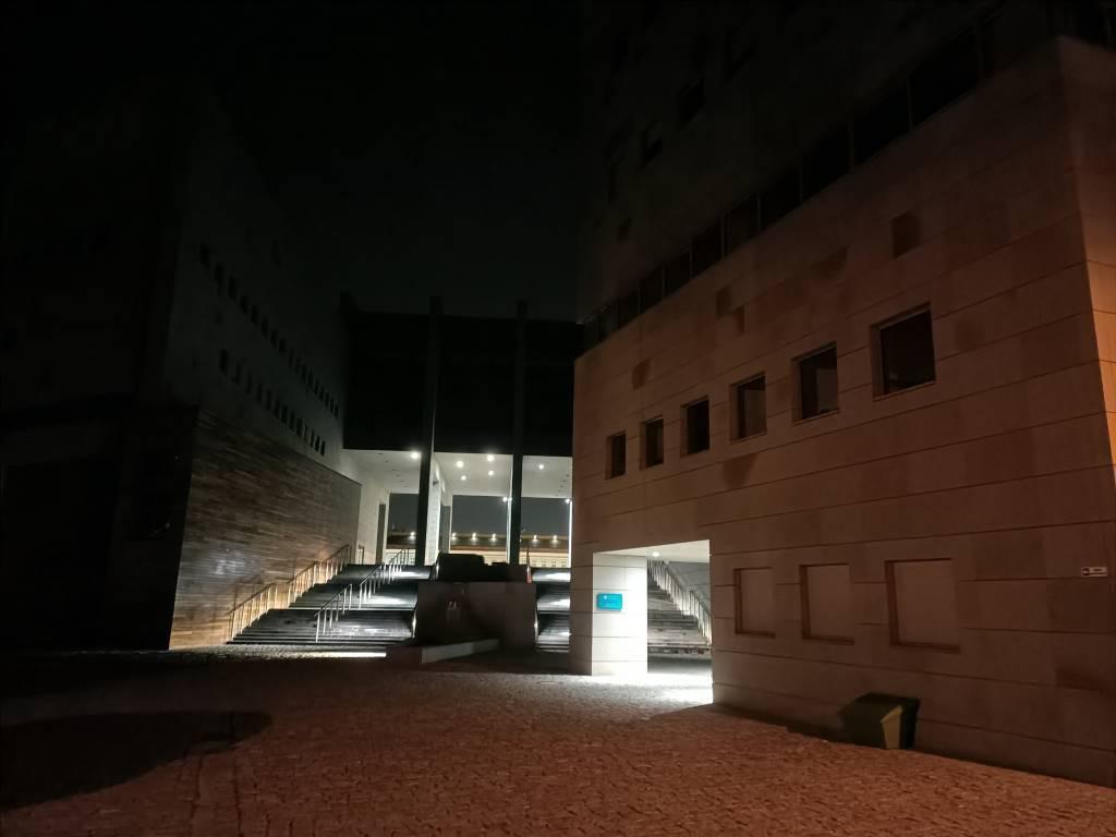 Oppo Reno Z - zdjęcie biblioteki w trybie nocnym