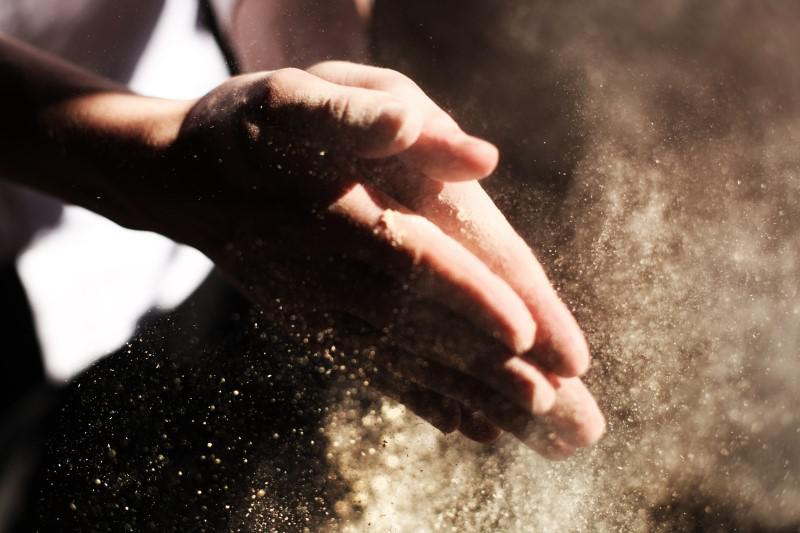 Odkurzacz automatyczny poradzi sobie z pyłem i kurzem