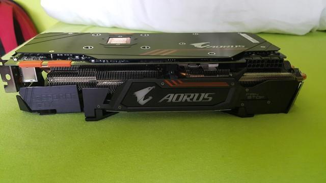 Gigabyte GTX 1080Ti Aorus bok