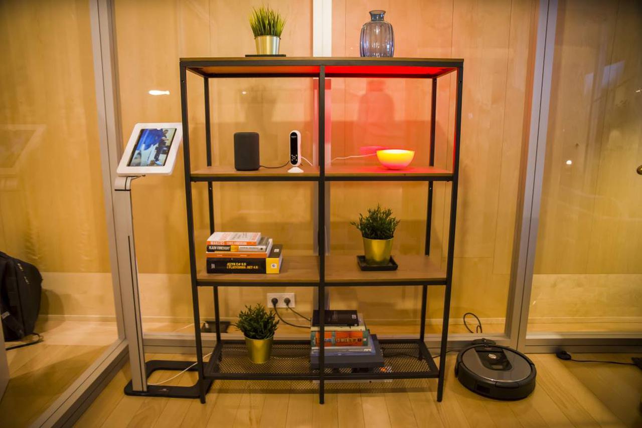 Wszystkie urządzenia z tej półki da się kontrolować jedną komendą głosową (Źródło: Biuro Prasowe Amazona)