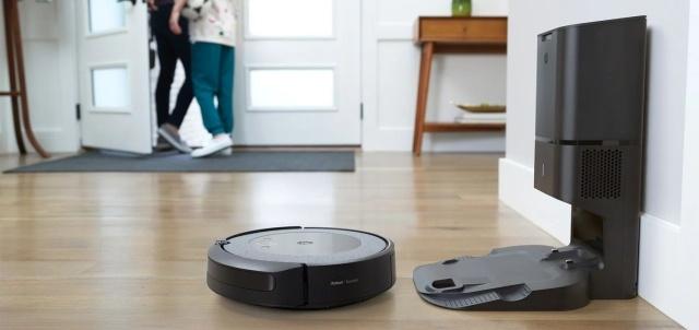 iRobot Roomba i3+ sam zabierze brud z robota do pojemnika zbiorczego