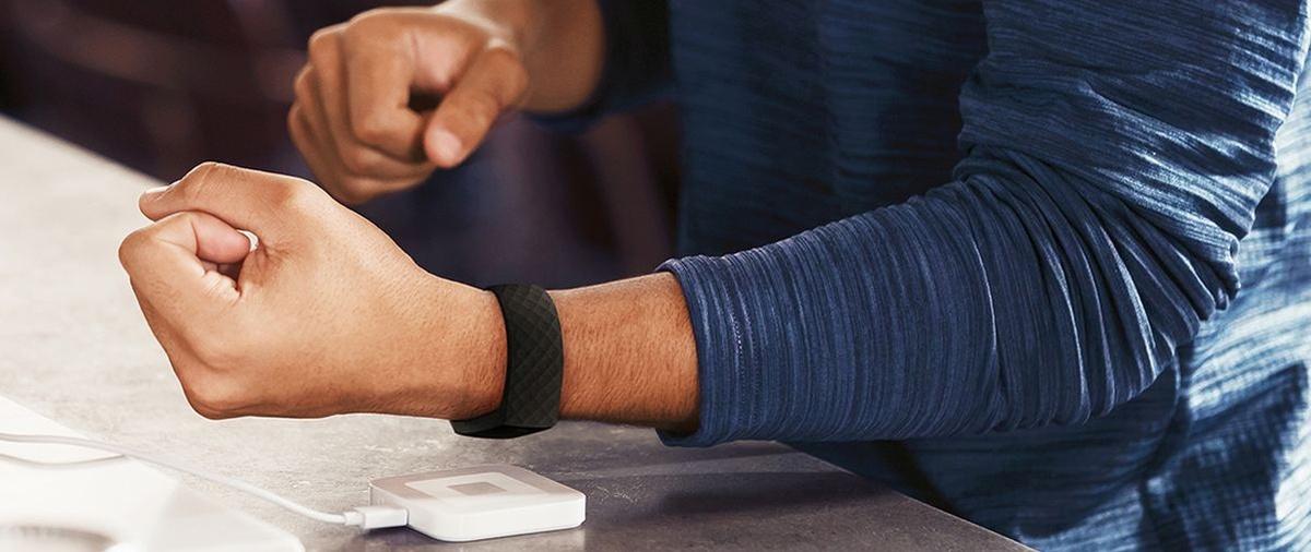 Fitbit Pay pozwoli na płatność zegarkiem poprzez NFC