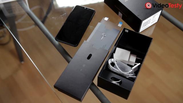 Huawei Mate 20 zestaw smartfon i akcesoria na wyposażeniu