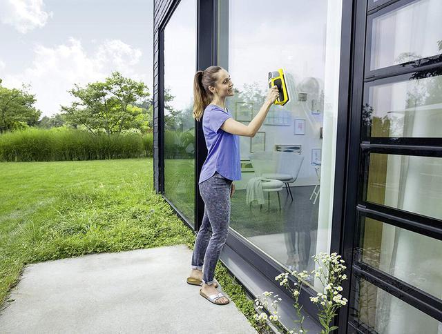 mycie dużego okna myjką Karcher WV6 + KV4 1.633-570.0