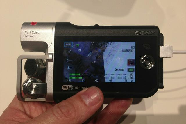 Sony HDR-MV1 Music Video Recorder włączony