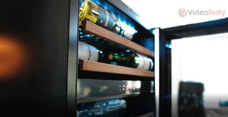 Vestfrost pomieści 44 butelki... Ledwo.