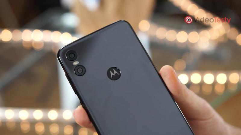 Motorola One wygląda schludnie