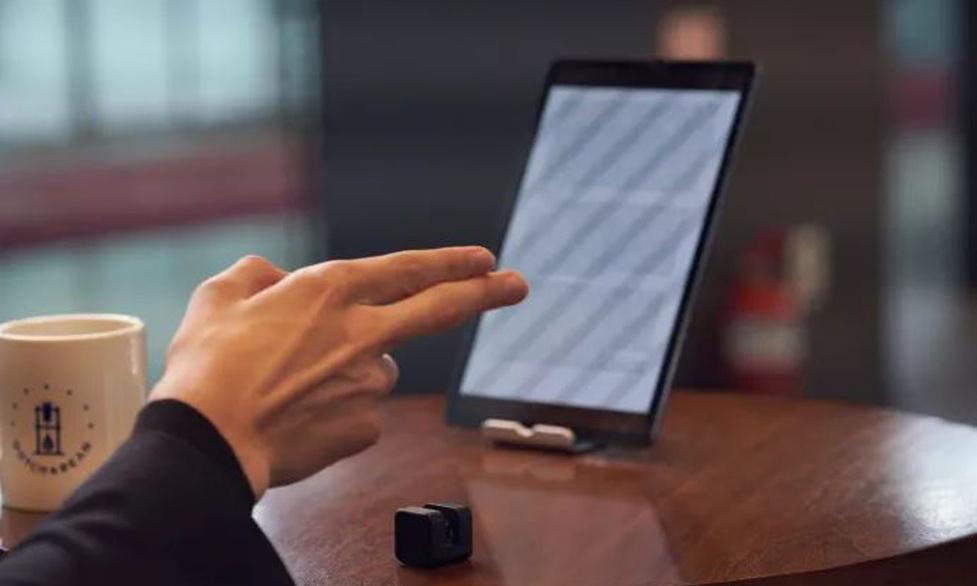 Nowy gadżet stworzy wirtualny ekran dotykowy w dowolnym miejscu