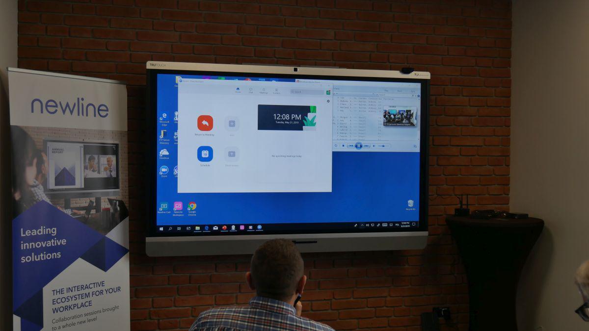 obraz monitorów newline