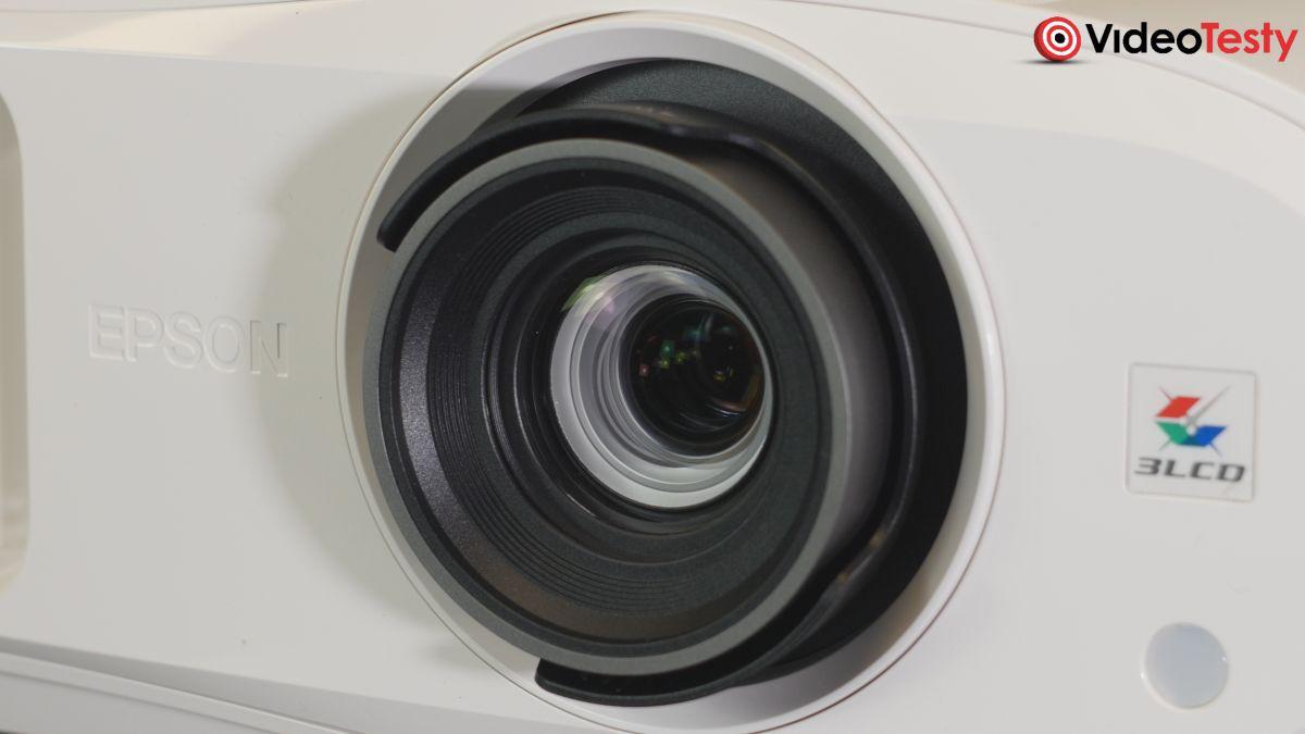 Epson EH-TW7000 obiektyw z bliska