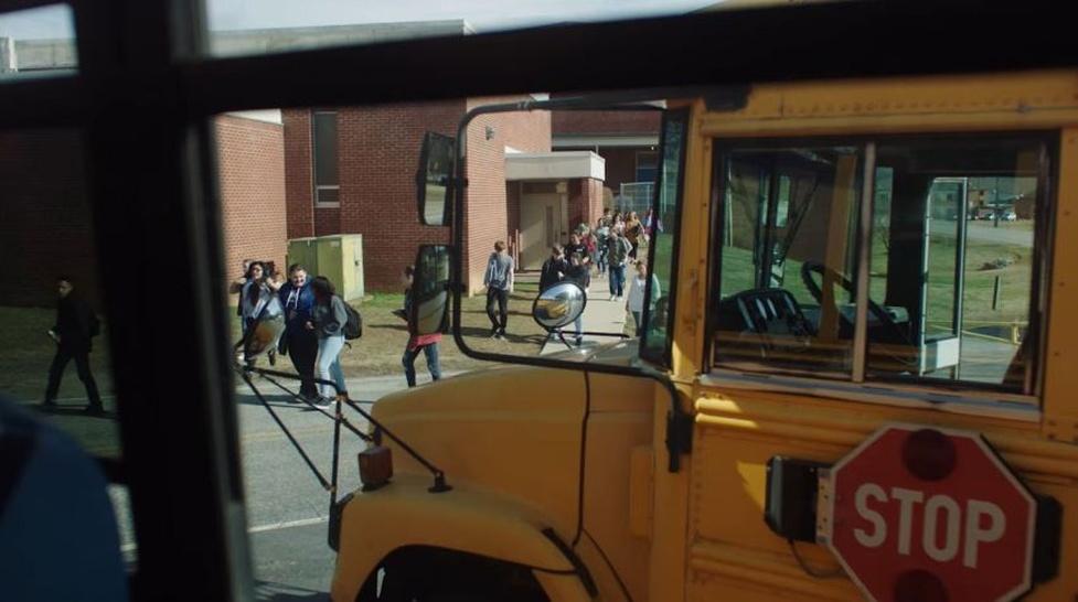 Szkolny autobus jako mobilna sala lekcyjna z Wi-Fi