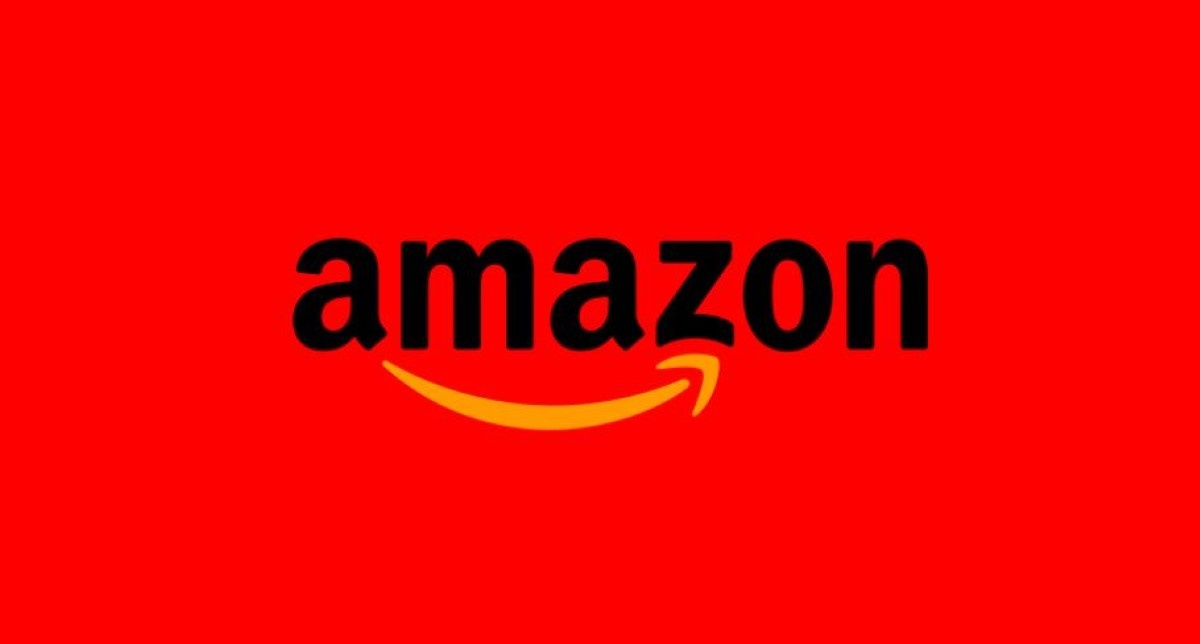 Logo Amazona na czerwonym tle